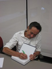 Jean-Claude signing his book (Gildardo) Tags: guadalajara tec jeanclaude lideres latombe acadmicos
