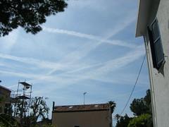 Scie nel cielo di Sanremo - 2 mag 2008 (3) (sciechimiche.org) Tags: liguria chemtrails sanremo imperia sciechimiche sciechimicheorg