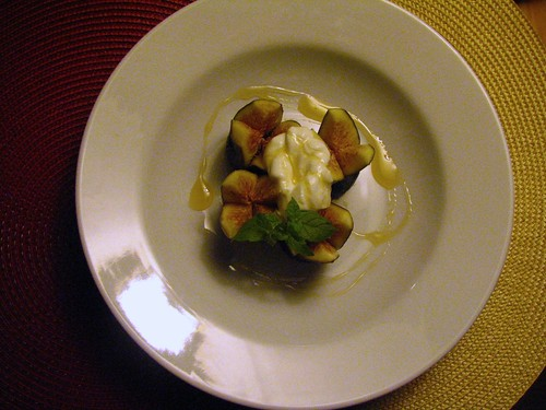 Figs with Honey, Yogurt and Pistachio