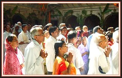 Praying in  Radha Raman Mandir in  Vrindavan/India (Ginas Pics) Tags: girls india color yoga religious temple milk worship colorful god prayer religion praying ceremony special altar holy seva sri sacred offering gods spiritual devotee krishna krsna farbe extra puja deity veda asana pilgrim mandir radha darshan tempel fasting solemn pujas mathura vrindavan gopi travelphotography asura vrindavana ginaspics harekrsna yamuna prasadam goswami janmashtami indiapics janmashthami bhagavadgita swamiji bhajans vaisnava pujari radhe baghwan krishnasbirthday radharaman aulai gopuran vaisakha holypics srimatiradharani salagramsilas gotamishakra padmanab gitamritamahodadhaye girlspraying sriradharaman