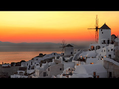 Santorini sunset (MarcelGermain) Tags: travel houses light sea summer vacation sky orange sun mer sol windmill yellow architecture geotagged moulin island greek evening mar nikon holidays europe mediterranean horizon aegean windmills tourist molino santorini greece ia ea oia posta afterglow postadesol mol d80 marcelgermain