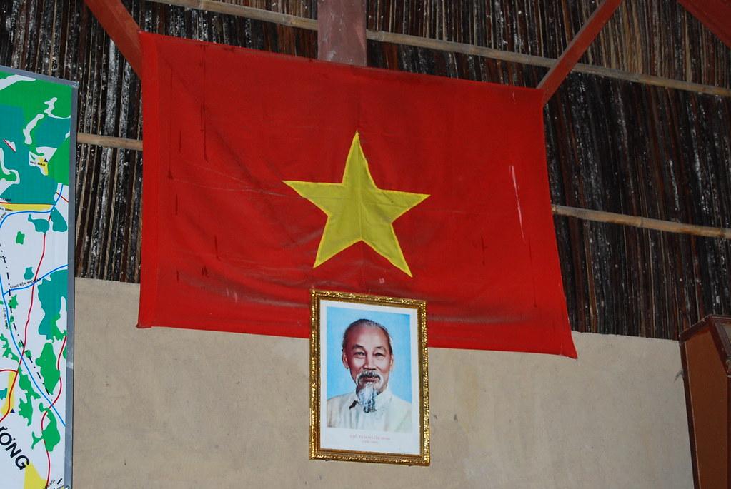 La bandera vietnamita y Ho Chi Minh