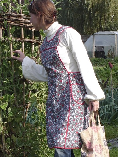 vintage country granny apron
