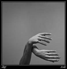 Nada Entre Las Manos... (z-nub) Tags: madrid city people blackandwhite bw woman blancoynegro digital zoe mujer hands pentax ciudad manos bn minimal personas minimalismo minimalista extremidad znub pentaxk100d zoelv formatocuadrado vscerasyotrasmetforas enelcentrodemadrid favsegnvosotros favsegnznub bnysimilares cuadradita personasquenosondelacalle zoelpez cuadradosverticales sinacento