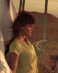 Horizonte (Wicca_/) Tags: luz mujer torre chica perfil amarillo campo pelirroja sabana