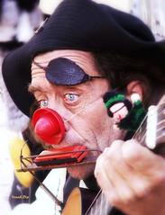 ... artista di strada (FranK.Dip) Tags: people gente occhi sguardo salento puglia lecce pirata chitarra musicista armonica clawn corsaro artistadistrada genteperstrada genteingiro ritrattidalmondo flickrlovers frankdip colorsinourworld lagentecheincontro