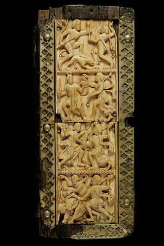 013- Cantatorium-En una caja de madera con una placa frontal esculpida en marfil-siglo X-Abadia de St. Gall9-Tapa