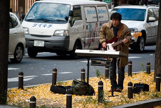 musician in osaka road_2058