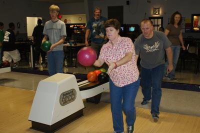 Mike_Debbie bowling2