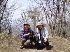 鼻曲山頂でAmieと母ときつねのボタン
