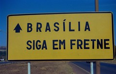 seja bem vindo (Edison Zanatto) Tags: brazil southamerica braslia brasil nikon placa plakat nikonn90s placas americadosul curiosidade sdamerika centrooeste fujicolorprovalue200 filme35mm regiocentrooeste continentesulamericano edisonzanatto