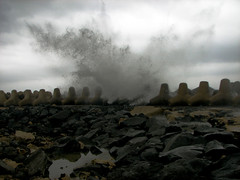 Furia Fiumicinese (Stranju) Tags: roma elements acqua fiumicino onde elementi furia schizzi stranju spuzzi skizziperipiugiovani