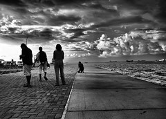 an evening with fellow photographers (chospatis) Tags: ocean sea sky people blackandwhite black clouds dark walking addo island photo ship harbour group olympus shampoo maldives zuiko f4 evolt leem ahsan e510 14mm villingili aplusphoto diamondclassphotographer flickrdiamond ysplix uniquemaldives pinkbetty heartawards chospatis azleem eyebe chospo