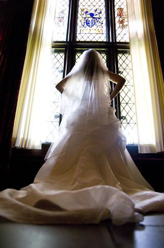 [フリー画像] 人物, 女性, イベント・行事, 結婚式, 教会・聖堂・修道院, ウエディングドレス, 後ろ姿, 200807090100