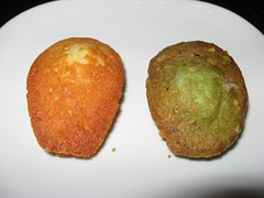 Trois Crepes Patisserie: Vanilla and pistachio madeleines (close up)