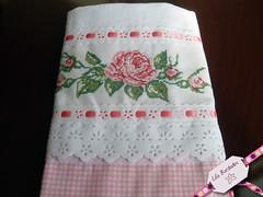 Lindas rosas (Lila Bordados em Ponto Cruz) Tags: rosa decorao cozinha bordado pontocruz panodeprato