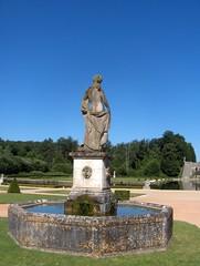 Château de La Roche Courbon (Charente-Maritime), 15 juillet 2008, statue XVIIè siècle
