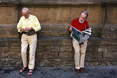 Enough to buy a newspaper? (Pawel Boguslawski) Tags: street people italy money canon newspaper florence couple elder firenze 40d