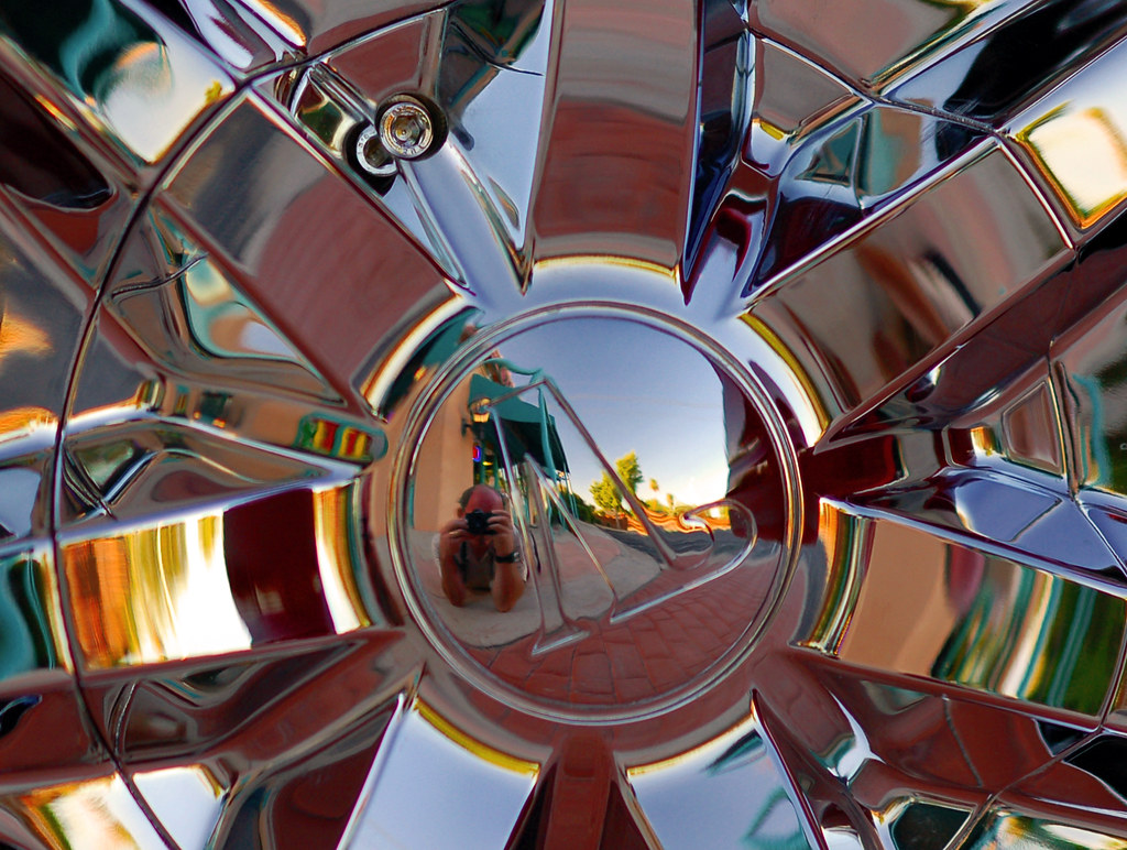 Hubcap reflection (25/30)