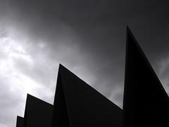 Cielo aserrado (laap mx) Tags: sky blackandwhite bw blancoynegro church clouds mexico mexicocity df iglesia cielo nubes chiaroscuro ciudaddemexico distritofederal claroscuro fotoguia fg06092008