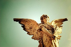 Ma niente canzoni d'amor mai più mi prendano il cuor (Ilaria ♠) Tags: cemetery grave digital ali ferrara angelo tomba cimiteromonumentale d40 nikond40 regoladeiterzi