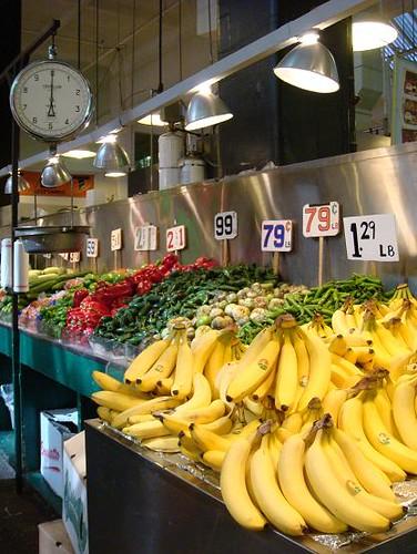 市場裡賣的蔬果.JPG