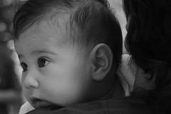Visioni incredule (Francesco Macr (www.luceinversa.it)) Tags: portrait white black child bn piccolo bianco ritratto nero piccola bimba neonata neonati neonato abbracci