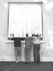 les trois petits curieux... (le professeur : Rmi Reumousal) Tags: blackandwhite noiretblanc petiteshistoiressansparoles