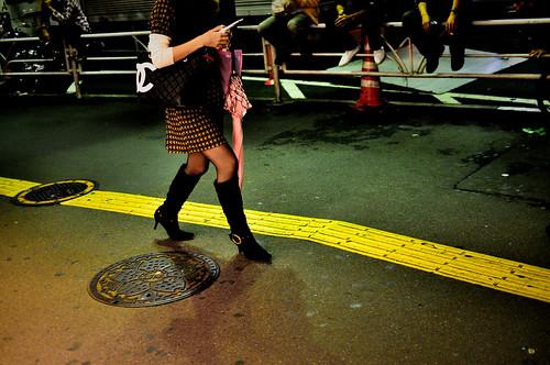 Chanel, boots, umbrella, Docomo, yellow line