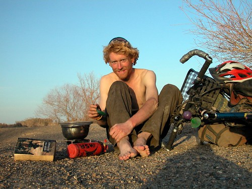 Alastair sets up camp in China on his round-the-world ride. Photo: Alastair Humphreys