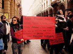 L'autunno.....  caldo!! (Luna Simoncini (Dolcenera)) Tags: italy usa universit bologna obama precari electionday studenti londa ricercatori berlusconivaffanculo no133 nogelmini noilacrisinonlapaghiamo manifestazione30ottobre noinoncifermiamo elezioniamericane2008