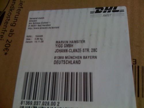 An Marvin, das YiGG-Maskottchen adressiertes Paket.