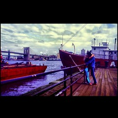 New York City Serenade (Osvaldo_Zoom) Tags: newyorkcity newyork love kiss couple bruce lovers serenade springsteen southseaport wwwbrooklynmuseumorg serenate meandmyexgf