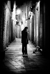 (d. . .) Tags: barcelona street bw dog night spain 85l