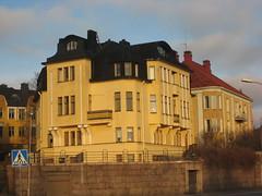 Beach front housing - Helsinkians live in style! (El_Chico_438) Tags: santa city snow ice architecture finland circle fishing helsinki village rovaniemi arctic lapland claus napapiiri