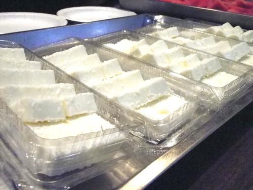 教會的崔姐為大家準備的椰奶凍