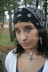 Ninia do bosque | Forest girl (Pedro Blanco) Tags: elena redes ninia tecendo ferrolano madmuas brotek mantecn pedroblancogutirrez las13muertes