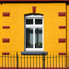 a rather yellow pic (Werner Schnell (1.stream)) Tags: window yellow facade fence nikon siegen fassade werner ws schnell 500x500 justimagine 35faves mywinners colorphotoaward aplusphoto wernerschnell
