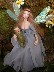 SE#09 Delyth & Caron ~ Poseable Fairy and baby (Nenfar Blanco) Tags: baby art doll oneofakind ooak polymerclay fairy fantasy faerie hada fae fada poseable nenufarblanco
