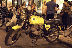 BMW R100/7 (Paul Germanos) Tags: chicago art iso800 gallery handheld 2008 sss manualmode bmwr1007 july11 minolta28mmf28 sonya300