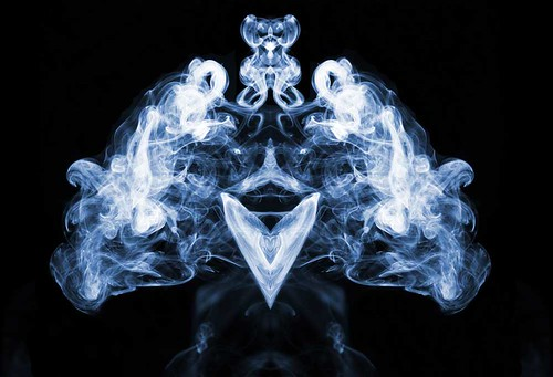 Digital Art using smoke - Abduzeedo webpicks