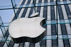 The Big Apple (Baptiste Pons) Tags: nyc newyorkcity travel viaje usa ny newyork apple macintosh cub store mac manzana manhattan 5thavenue applestore tienda eua cube viatge marca cubo nuevayork botiga poma eeuu novayork quintaavenida