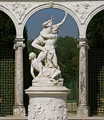 Le domaine du pouvoir... (annieclic (absente)) Tags: france is perfect photographer post id great taken statues pic images versailles only damn wish really parc jardins colonnade 2b itb the thata a height100 i bthis theunforgettablepictures anticando width87 1award damniwishidtakenthat hrefhttpwwwflickrcomgroupswishitookthatimg srchttpfarm3staticflickrcom234422751280465b5d3d6a40tjpg hrefhttpwwwflickrcomgroupswishitookthat binvited