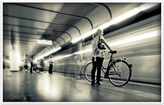 (Steffen Jakob) Tags: vienna woman motion bike bicycle subway waiting publictransportation metro candid hdr moo2 wienerlinien permpublic zfddomino