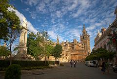 En Sevilla, hasta el cielo es especial (dnieper) Tags: sky españa sevilla andalucía spain catedral cielo giralda digitalcameraclub kdda03