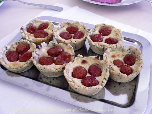 Mohn-Käse-Törtchen mit Kirschtomaten 002