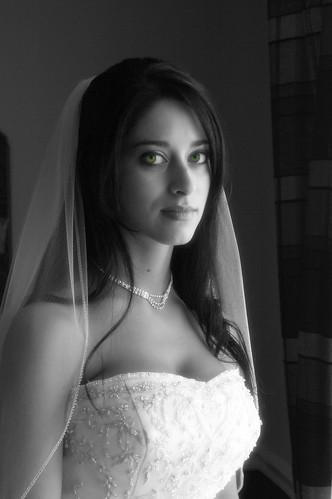 フリー画像| 人物写真| 女性ポートレイト| ラテン系女性| ウエディングドレス| モノクロ写真|      フリー素材|