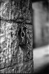 Broken chain (igalsc) Tags: city bw canon eos israel fuji jerusalem neopan400 2008 genre eos500 canonef28mmf18usm 400tmx aplusphoto igalsc seventeen7photo
