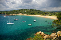 Cala de Castell (SBA73) Tags: blue sea costa mer beach nature water colors azul clouds strand boats bay coast mar agua wasser mediterranean mediterraneo natural playa natura catalonia virgin bosque nubes catalunya blau barcas plage soe costabrava aigua cala platja verge bosc castell nuvols barques catalogna palams mediterrania katalonien catalogne empord turquesa mediterrani baixempord aplusphoto colourartaward 100commentgroup