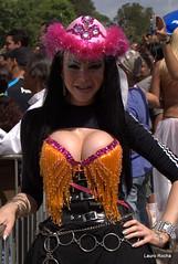 O Sorriso chama a ateno (laurorochapoa) Tags: gay portoalegre redeno dragqueen paradalivre shemale paradagay nuances travesti orgulhogay glbts